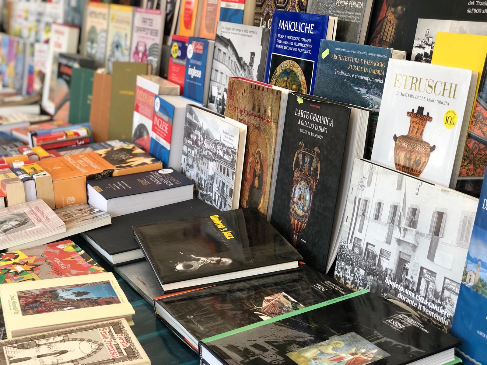 Perugia Fumetti - Mercato Pian Di Massiano - Libri e fumetti usati - 08